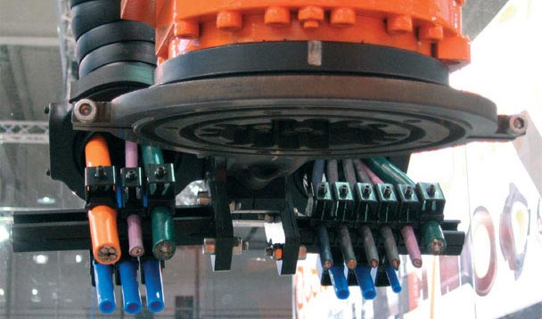 Clamps for strain relief on industrial robots