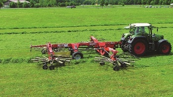Hay swather equipped with plain bearings