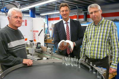 Jochen Küppersbusch, managing director of Küppersbusch GmbH, igus® sales consultant Markus Schwarz and Klaus Voigt, project engineer at Küppersbusch.