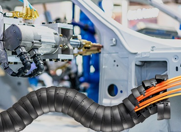 triflex e-chain for robots in automotive manufacturing