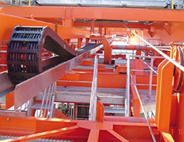 HD rol e-chain in STS cranes