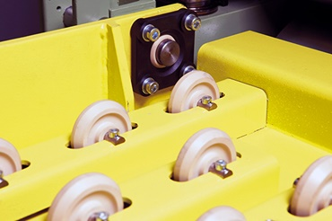 The igubal fixed flange bearings with mounting holes, wear-resistant and insensitive iglidur rollers for conveyor belt transport.