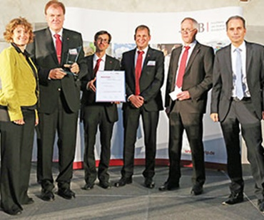 From left to right, Minister Eveline Lemke, Uwe Reifenhäuser (Chairman of the Treif Management Board), Thomas Kühr, Jürgen Melles, Uwe Ragnit (all from Treif), Dr. Ulrich Link (ISB Board of Directors) (Photo: Treif Maschinenbau GmbH)